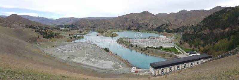 Énergie renouvelable d'usine d'énergie hydroélectrique sur le lac de rivière dans le lac Benmore, Nouvelle-Zélande image stock