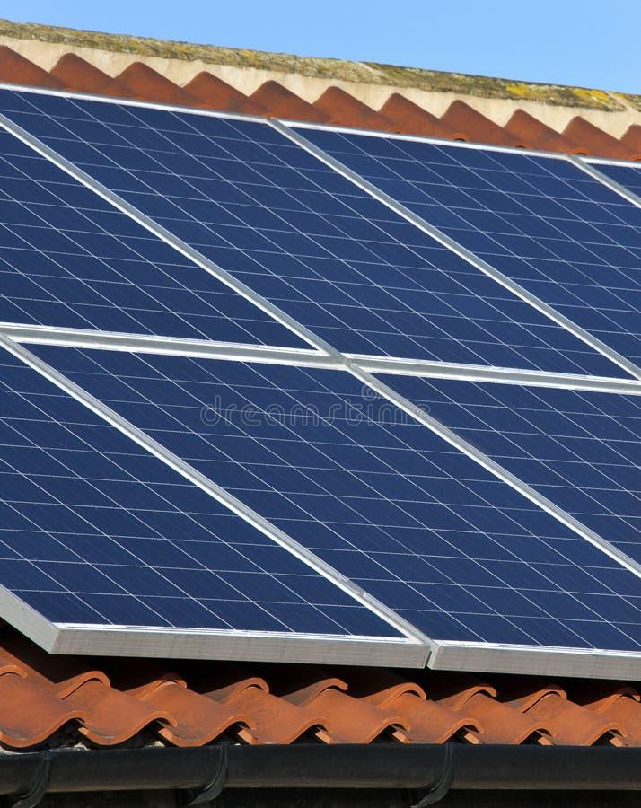 Énergie solaire - chauffage domestique photographie stock libre de droits