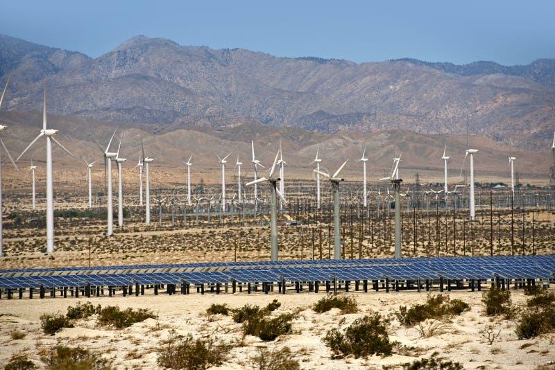 Énergie solaire et éolienne image libre de droits