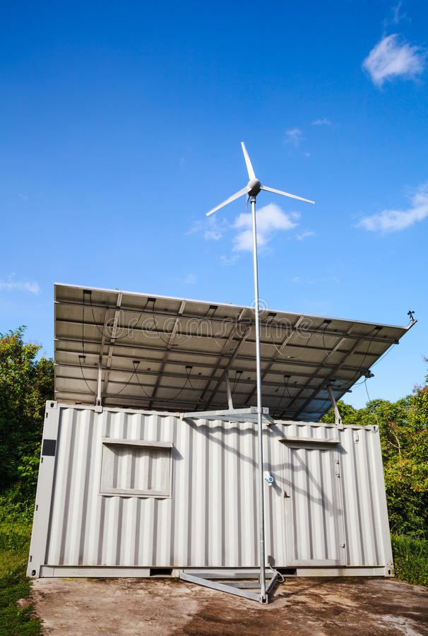Énergie solaire et générateur de turbine de vent Concept vert d'énergie photo stock