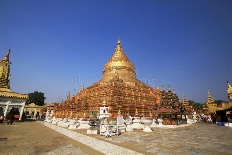 Or énorme de Wat Chedi dans Myanmar photo stock