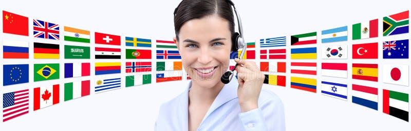 Éntrenos en contacto con, mujer del operador del servicio de atención al cliente con la sonrisa de las auriculares fotos de archivo