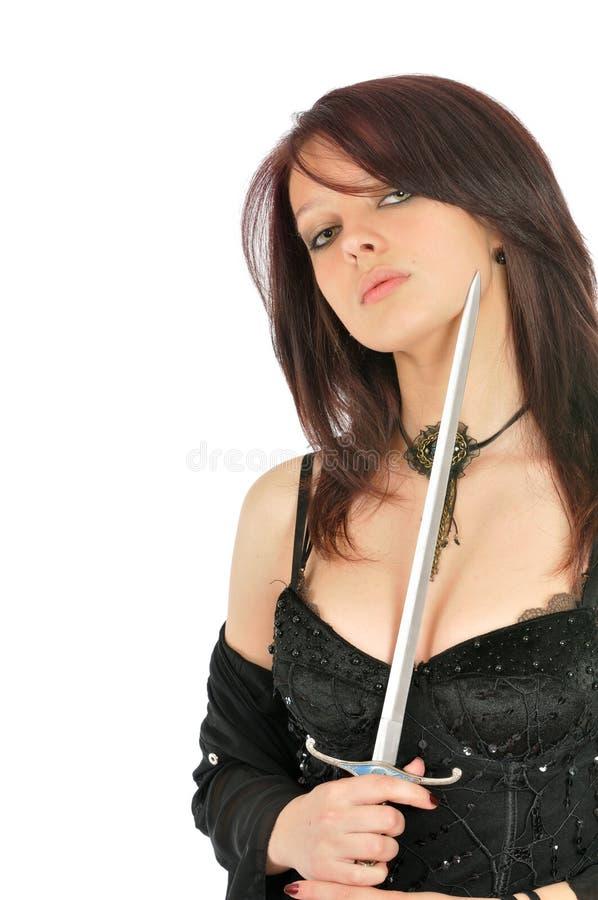 Épée attrayante de fixation de fille près de cou image libre de droits