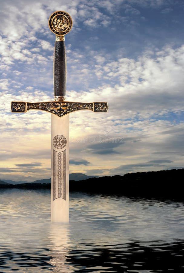 Épée dans le lac image stock