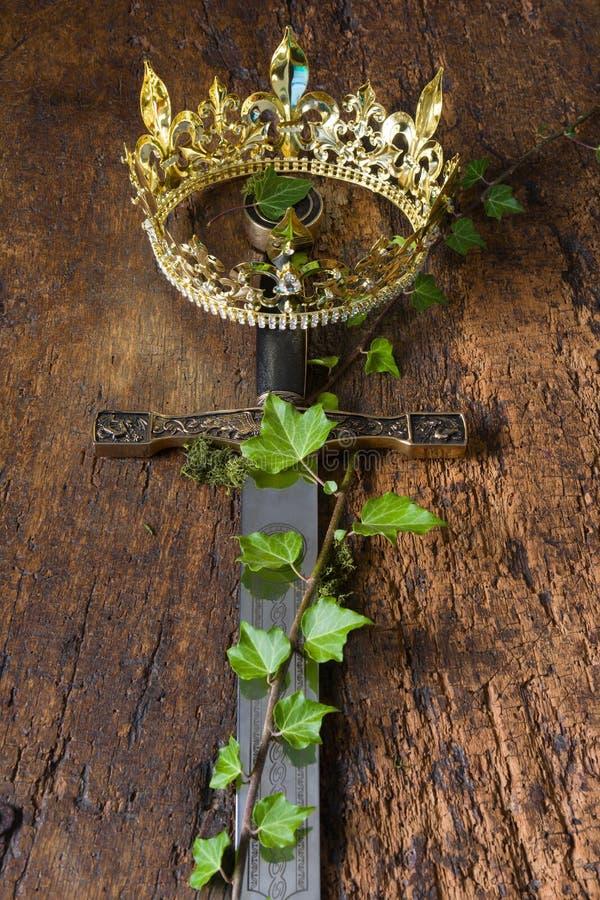 Épée et couronne médiévales photos libres de droits