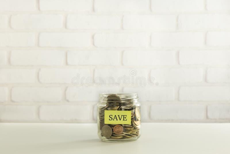 Épargnez l'argent pour le dépôts en banque photographie stock libre de droits