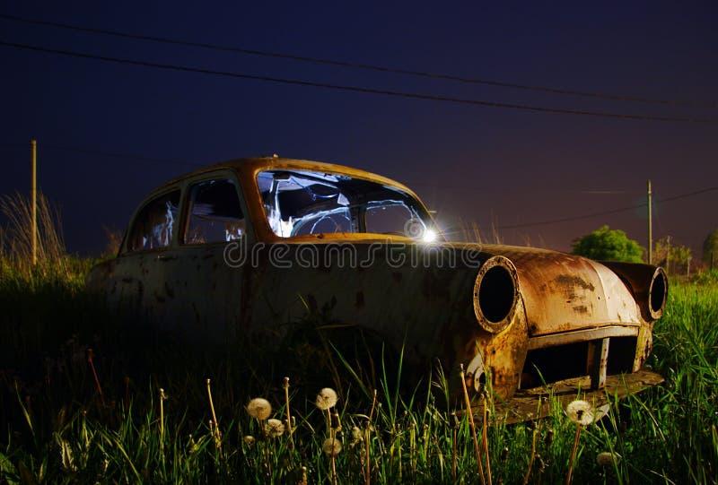 Épave abandonnée de véhicule photos stock