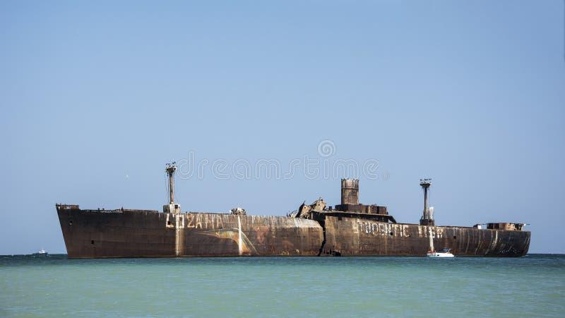 Épave abandonnée sur la Mer Noire, près de la station de vacances Costinesti, la Roumanie images libres de droits