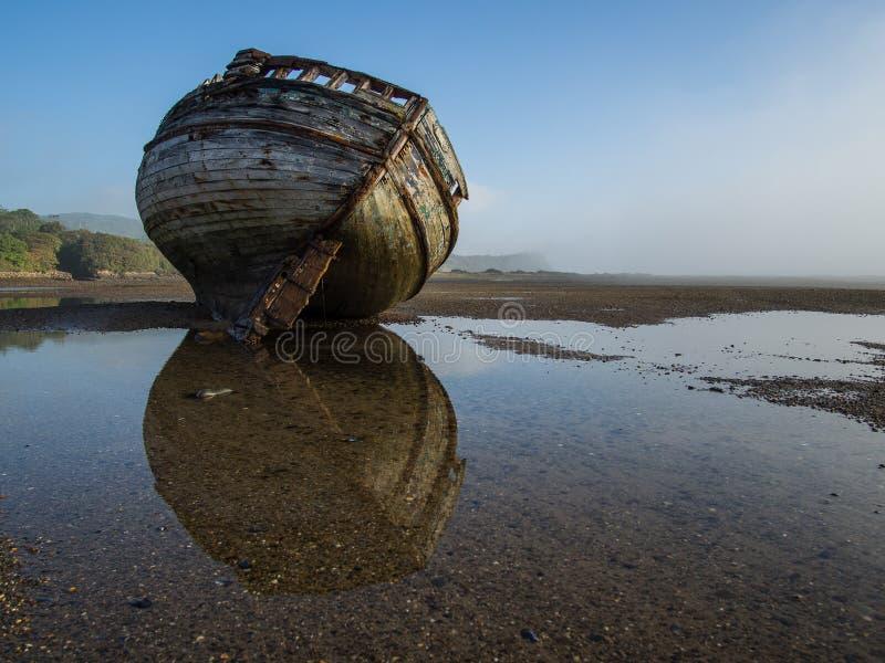 Épave de bateau d'estuaire de Dulas images libres de droits