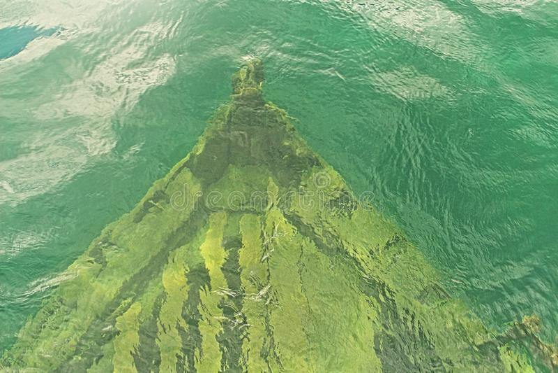 Épave de bateau dans les eaux de la baie géorgienne image stock