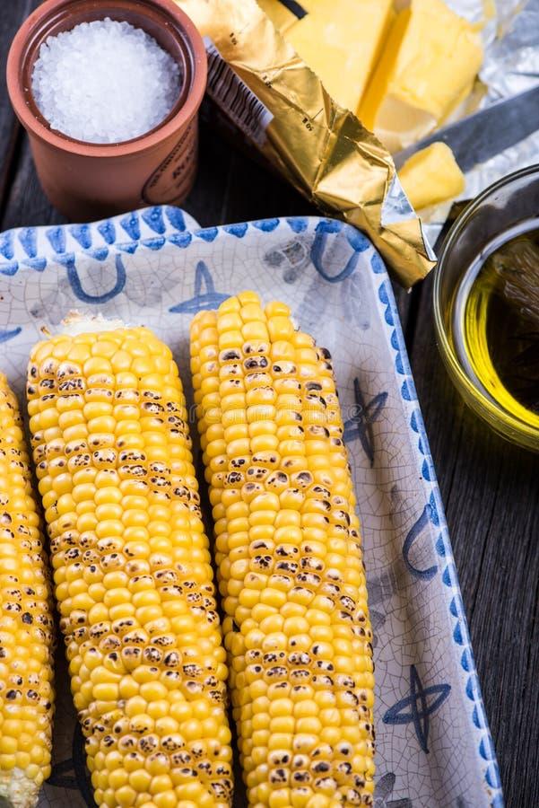 Épi de maïs entier rôti fait maison images libres de droits