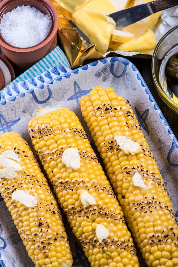 Épi de maïs entier rôti fait maison photographie stock