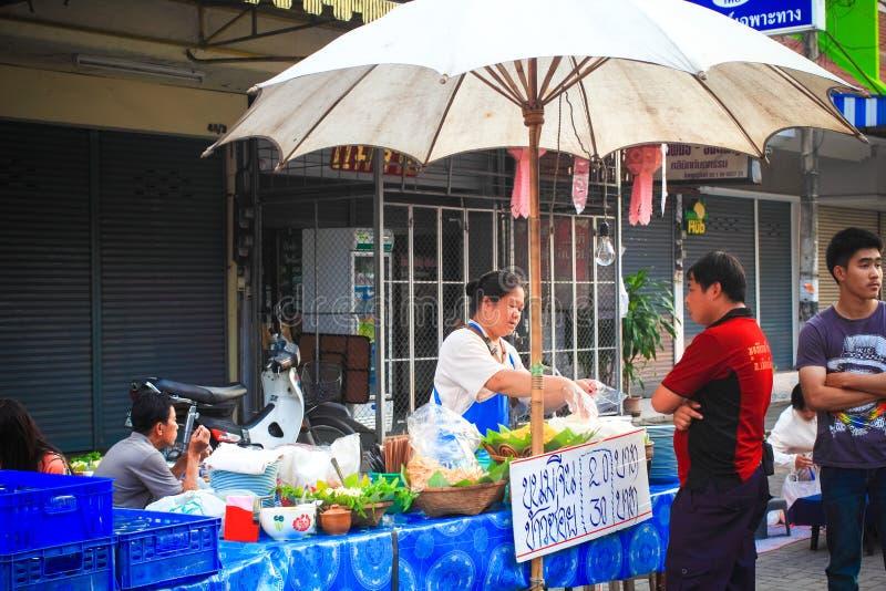 Épicerie locale sur la rue de marche de Chiangmai dimanche photographie stock