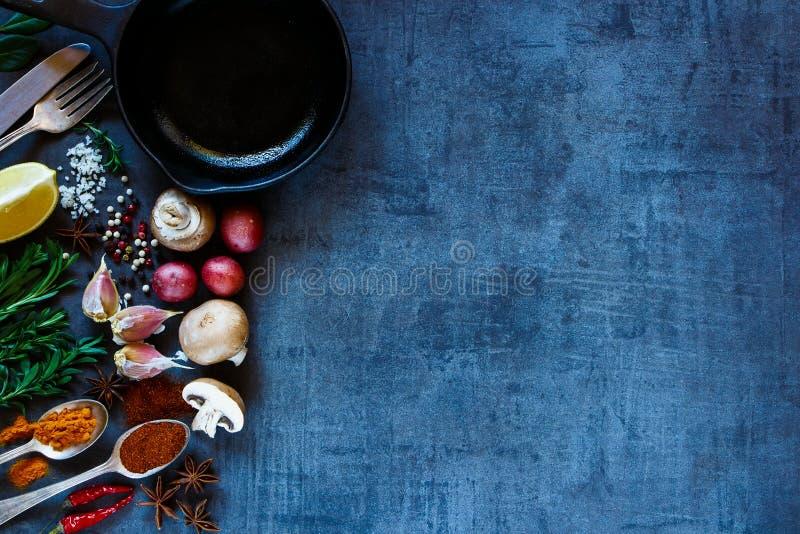 épices avec des légumes images libres de droits