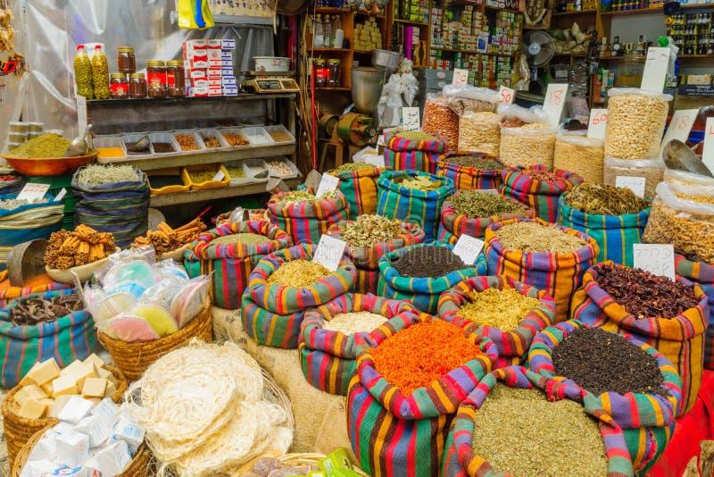 Épices en vente sur le marché, dans l'acre Akko photo stock