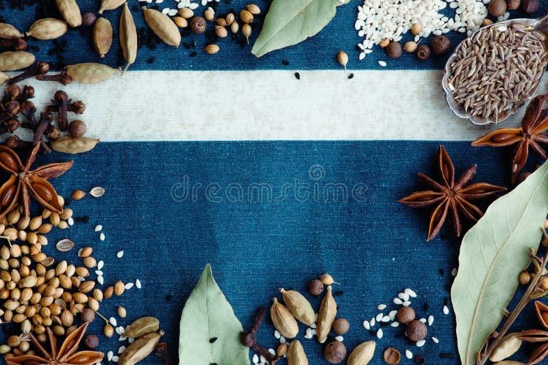Épices et bleu image stock