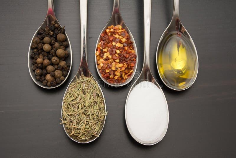 Épices et herbes Ingrédients de nourriture et de cuisine photographie stock