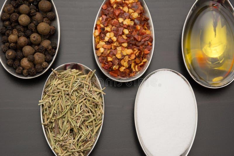 Épices et herbes Ingrédients de nourriture et de cuisine images libres de droits