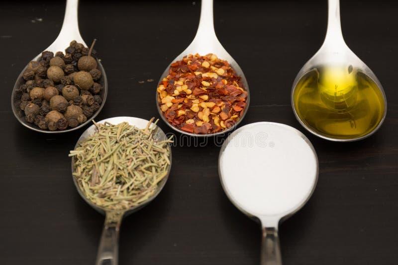 Épices et herbes Ingrédients de nourriture et de cuisine images stock