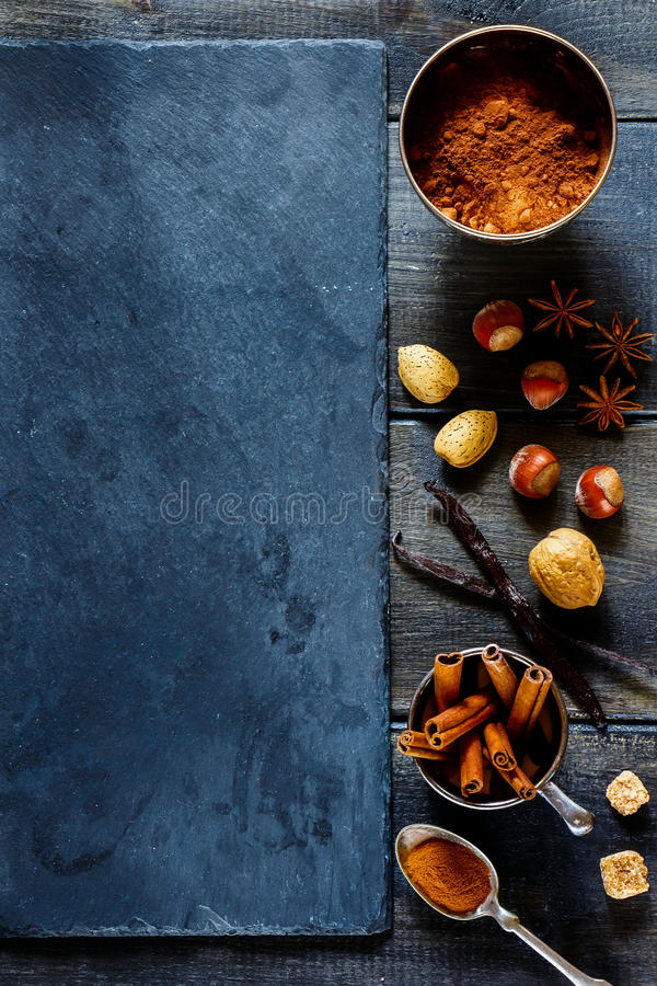 Épices et noix photos stock