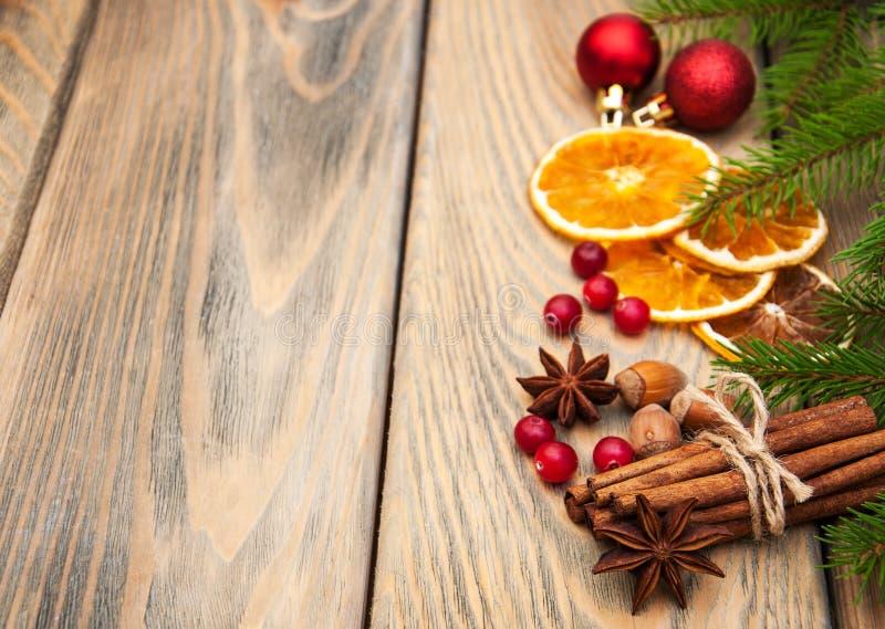 Épices et oranges sèches photo stock