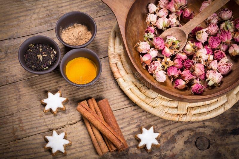 Épices pour le thé de masala photographie stock