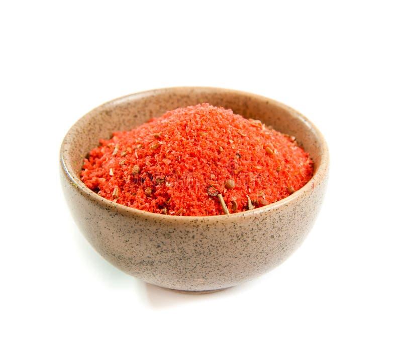 Épices rouges dans une cuvette en céramique image stock