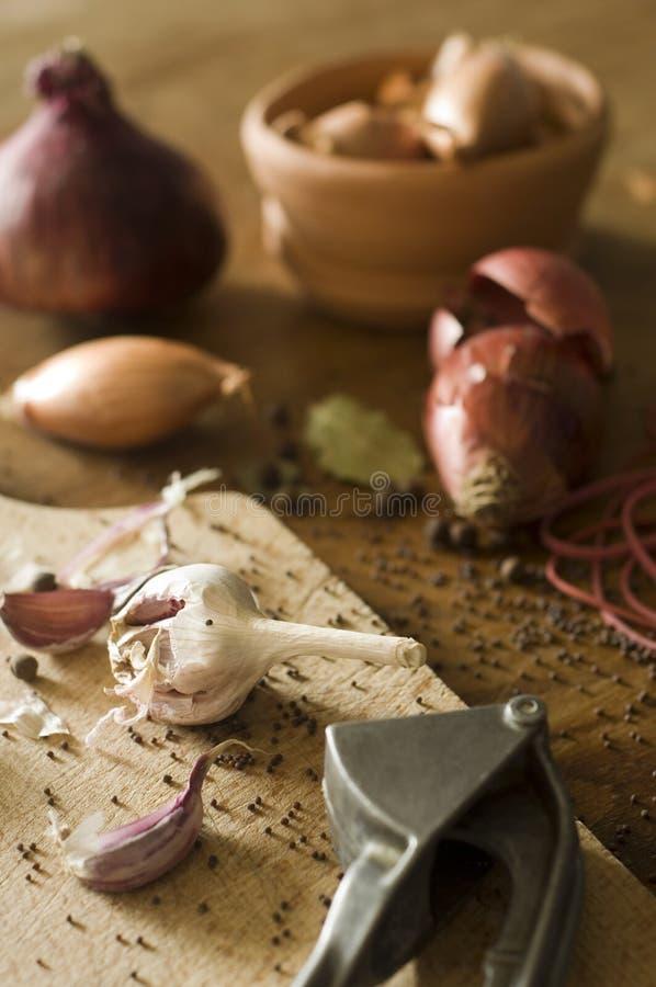 Épices sur le Tableau en bois photographie stock
