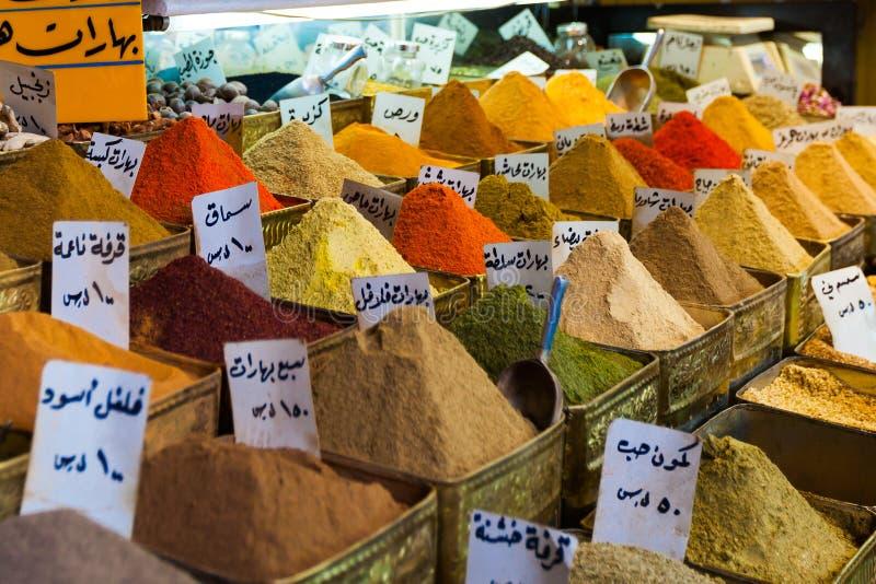 Épices sur un marché oriental à Damas, Syrie image stock