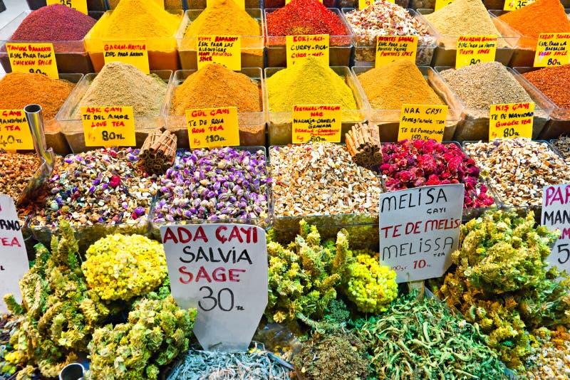 Épicez les systèmes de bazar à Istanbul. photos stock