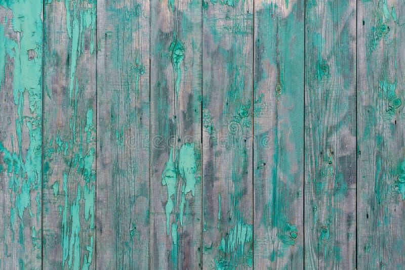 Épluchage de la peinture verte sur le fond en bois, vieux panneaux en bois rustiques, fond de texture photos libres de droits