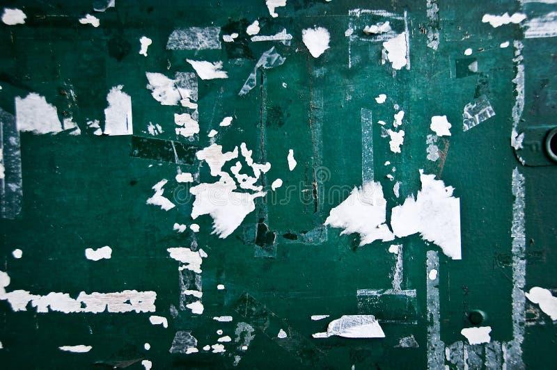 Épluchage du mur peint par vert photos libres de droits
