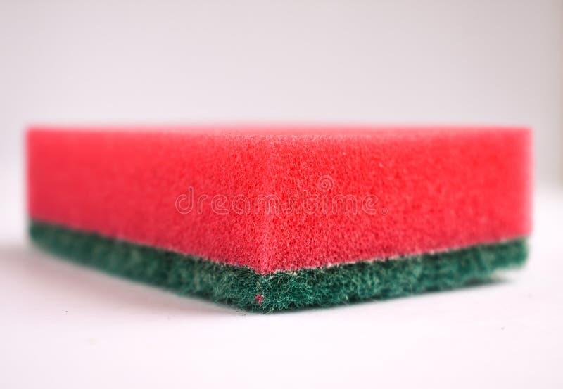 Éponges pour laver coloré de plats d'isolement photo libre de droits