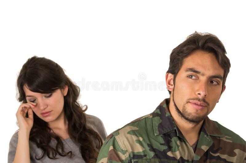 Épouse de soldat militaire pleurant au revoir image libre de droits
