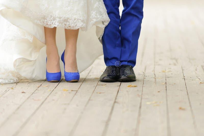 Épouser dans la couleur bleue image libre de droits