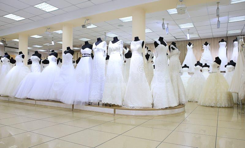 Épouser des robes de blanc photos stock