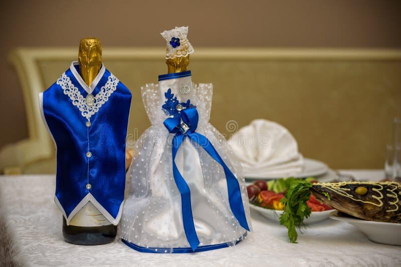 Épouser la décoration de champagne avec des étoiles de mer de coquillages au diinner royal Épouser la décoration de table à la ta photographie stock