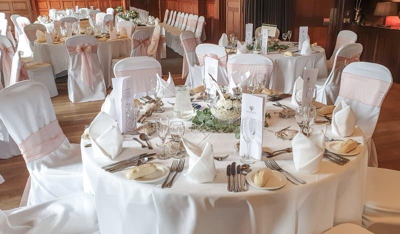 Épouser la table pour la célébration du mariage et de l'amour photographie stock