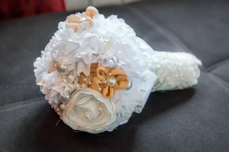 Épouser le bouquet des fleurs de tissu images libres de droits