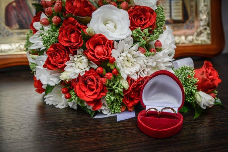 Épouser le bouquet des fleurs, thème de mariage, symbolique des histoires d'amour photographie stock libre de droits