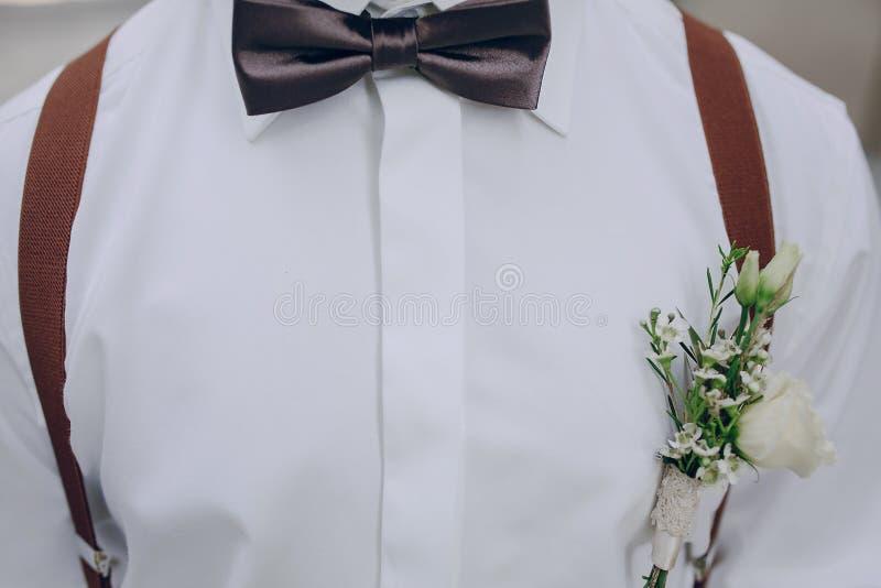 Épouser le bowtie de marié images stock