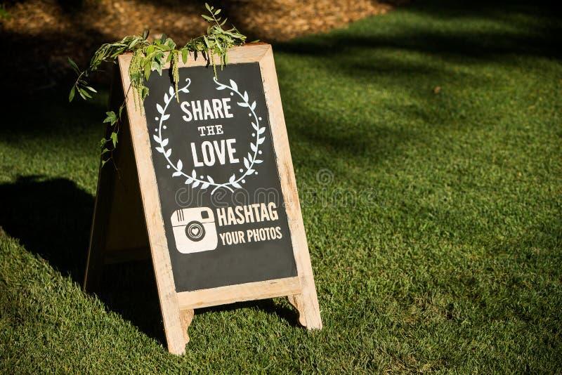 Épouser le media social photo stock