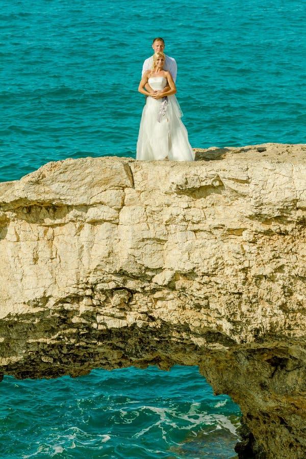 Épouser sur le fond de mer image stock