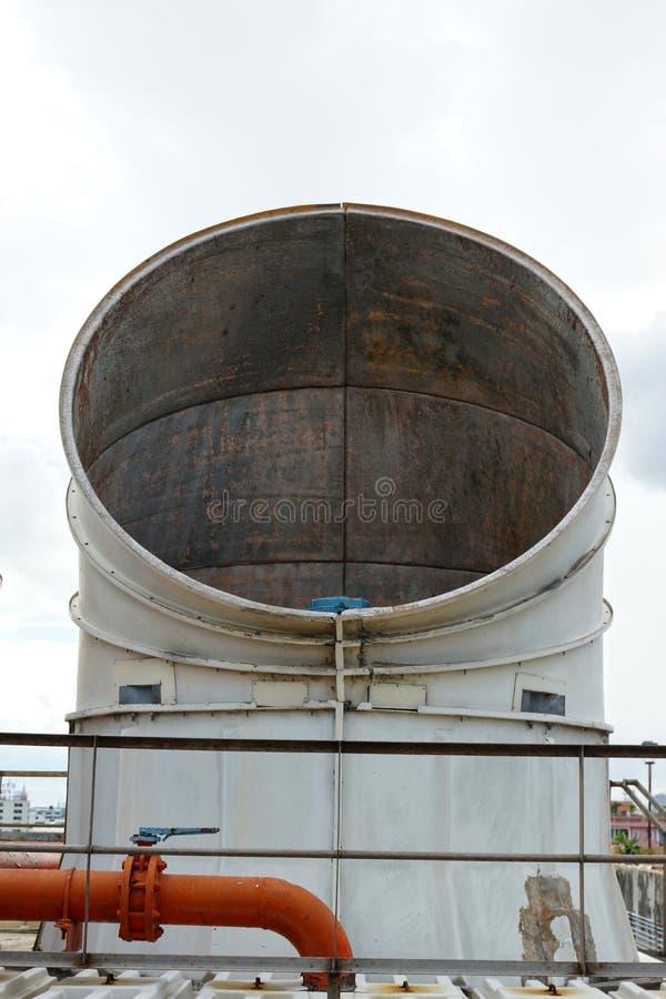 Épuisez les conduits de la climatisation et de l'unité industrielles de ventilation photo stock