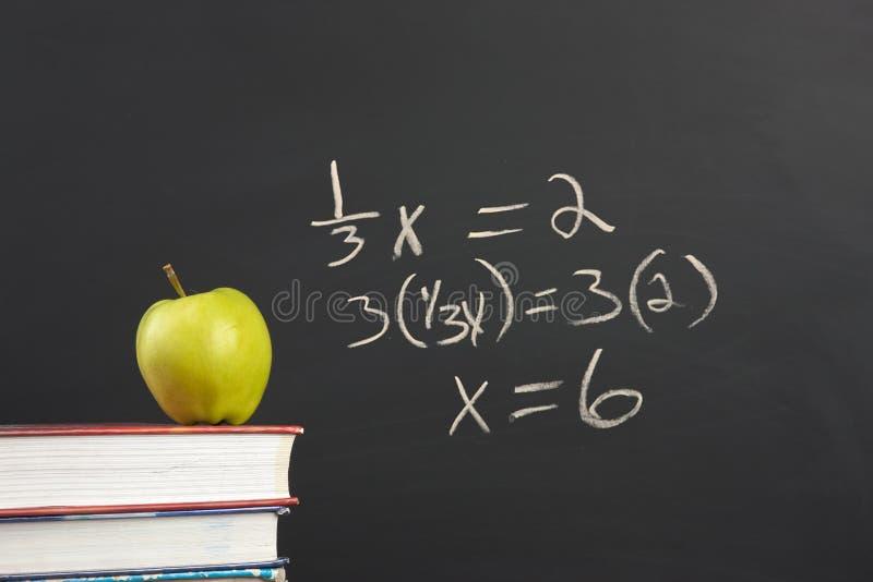 Équation verte de pomme et d'algèbre photos libres de droits