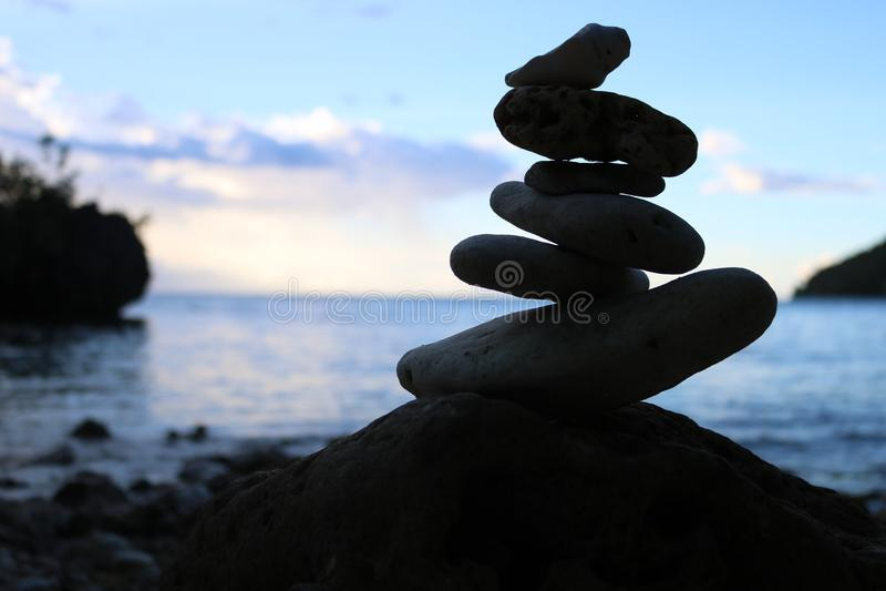 Équilibrage de roche photographie stock libre de droits