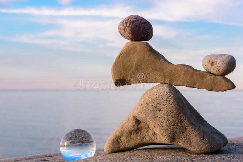 Équilibrage des pierres photographie stock