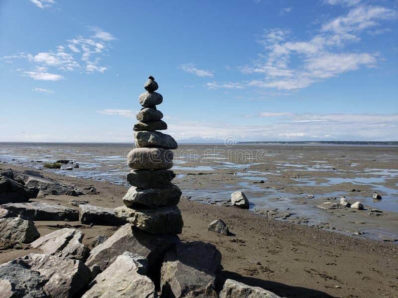 Équilibre à marée basse photos stock