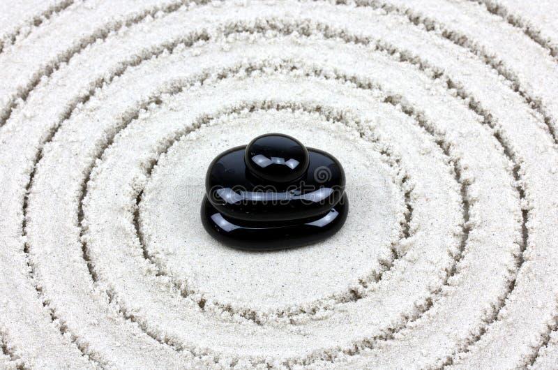 Équilibre de cailloux de zen photos stock