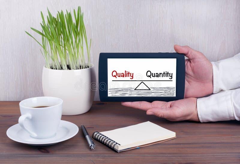Équilibre de qualité et de quantité Tablette de Digital avec l'isola photos libres de droits